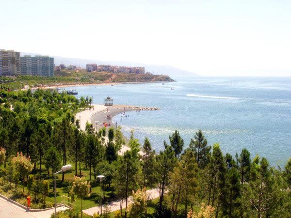 Armutlu Tatil Köyünde Bayan Yüzme Havuzlarında Yaz/Kış +27° Deniz Suyu