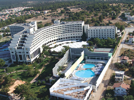 Caprice Hotel, Bayanlara Özel Havuzu İle Sezonu Açtı