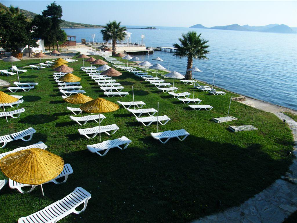 Bodrum'daki Alternatif Tatil Merkezi Bal Beach Hotel Bayanlara Özel Havuz ve Plaja Sahip