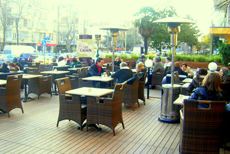 Caddebostan Cafe Crown'da Kahve Molası