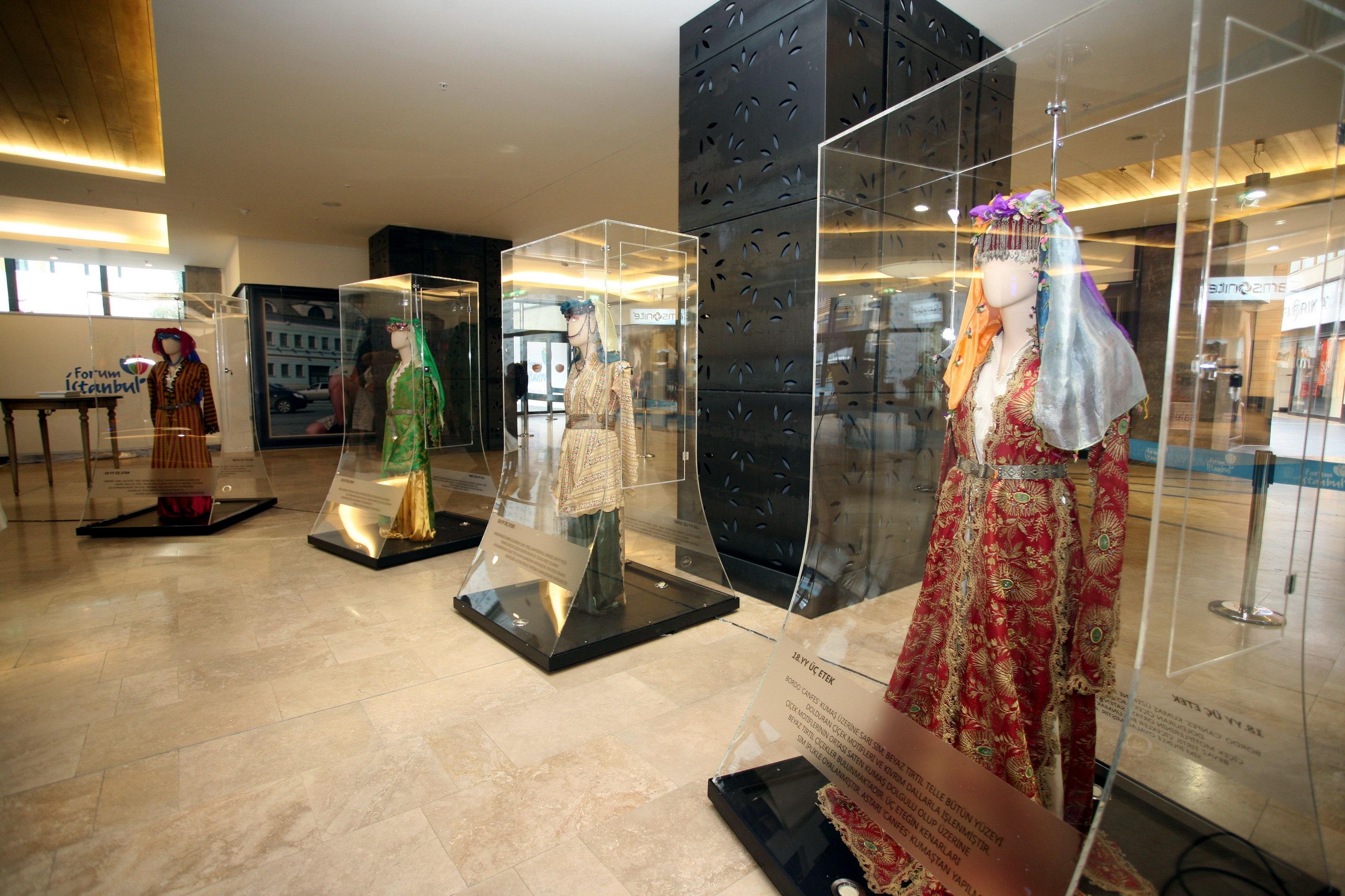 Osmanlı İmparatorluğu'nun Son Döneminde Kadın Giysileri Sergisi
