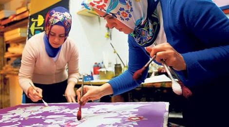 İpek Eşarplar Sanat Eserine Dönüşüyor…