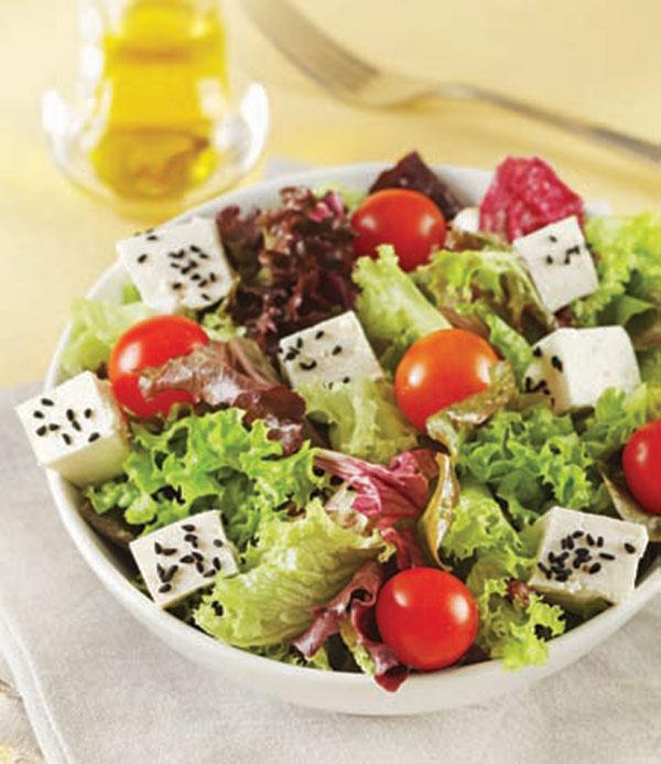 beyaz peynirli akdeniz salatası