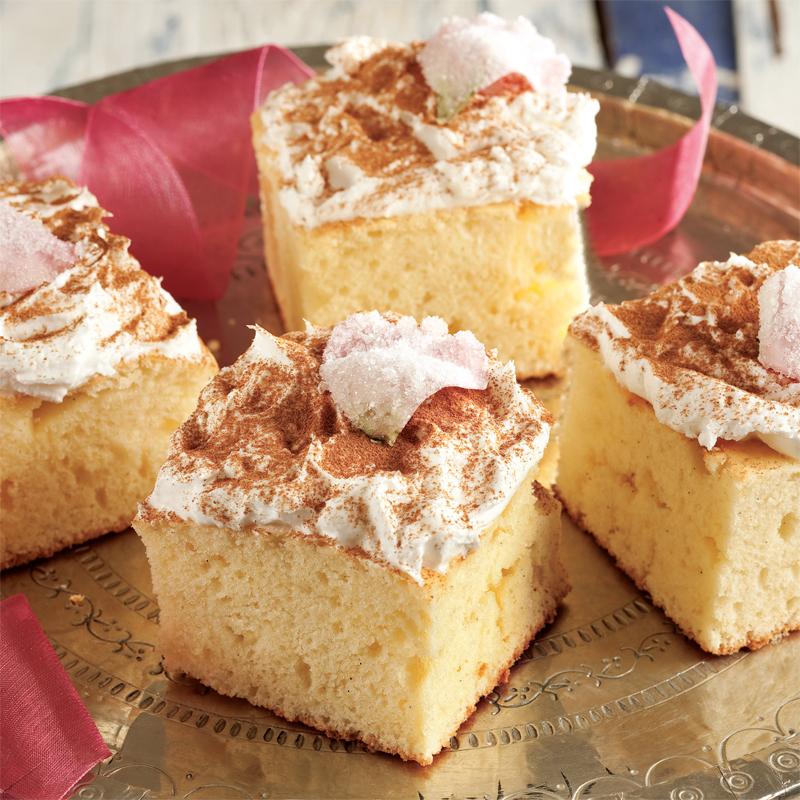 gül yapraklı vanilyalı kek