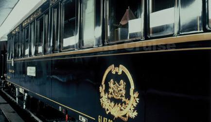 Bazen Trenlerin Vagonlarında Taşınır İnsanların Omuzlarındaki Yükler…