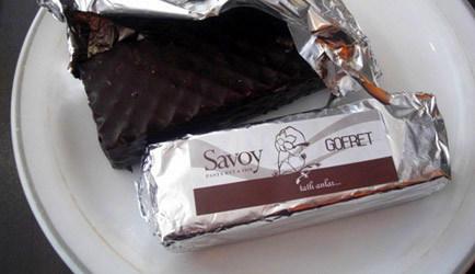 Çikolatadan Aşağı Attım Kendimi, Düşerken Düşündüm Ölmesem mi?