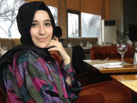 Tesettür Giyimin Genç Tasarımcısı Şüheda Aydın'la Şüşütown Üzerine