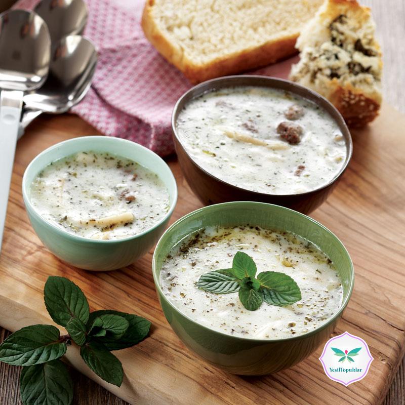 Erişteli-ve-Köfteli-Yoğurt-Çorbası