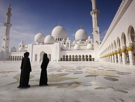 Kadınların Camilerde Merdiven Altlarında İbadet Etmesine Son!