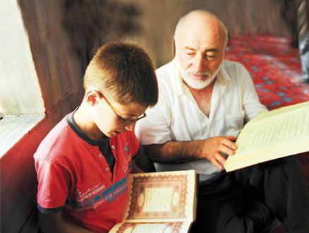 Dede ile Torunun Birlikte Sosyalleşeceği Camiler Geliyor