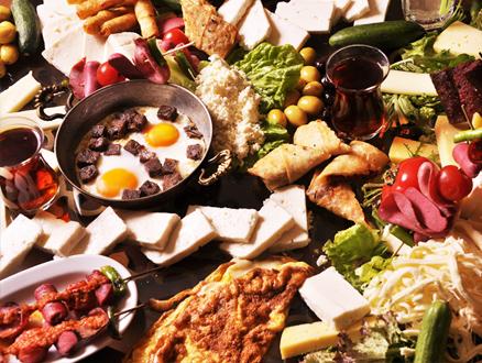 Taş Kahve Emirgan'da Tadına Doyulmaz Kahvaltılar