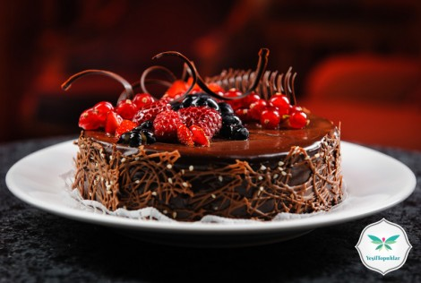 Frambuaz Çikolatalı Pasta Tarifi