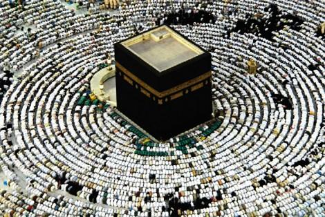 Kabe'de Yüzbinlerce Müslüman İbadet Ediyor