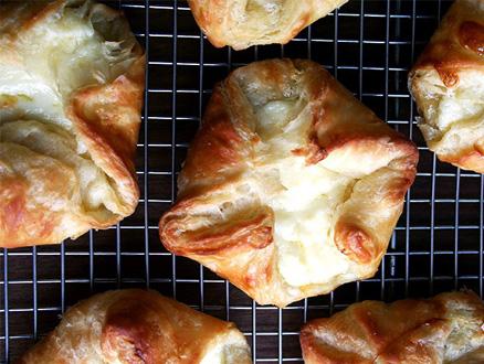 Beş Çayına Çıtır Çıtır Peynirli Börek Tarifi