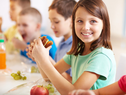 Çocuklar Okul Döneminde Nasıl Beslenmeli?
