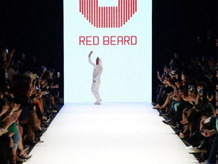 İstanbul Fashion Week'te Tanju Babacan'dan Başörtülü Mesaj