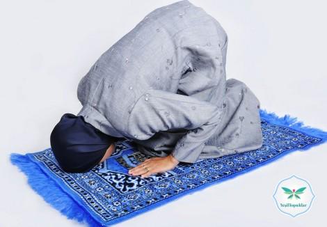 Müslüman Bir Kadın Pantolon ile Namaz Kılabilir mi?