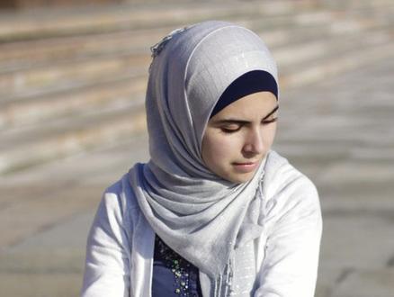 Müslüman Kadın Başörtüsünü Nasıl Takmalı?