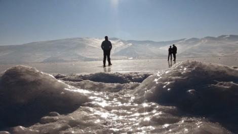 Kışın Buz Tutan Çıldır Gölü'nde Kızak Keyfi