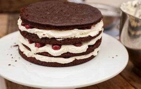 Çikolatalı Vişneli Yaş Pasta Tarifi