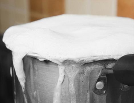 Sütü Kaynatırken Taşırmamak İçin Ne Yapmalı