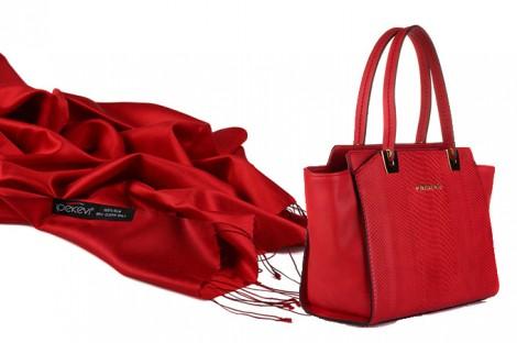 Kırmızı Çanta Şal Kombini