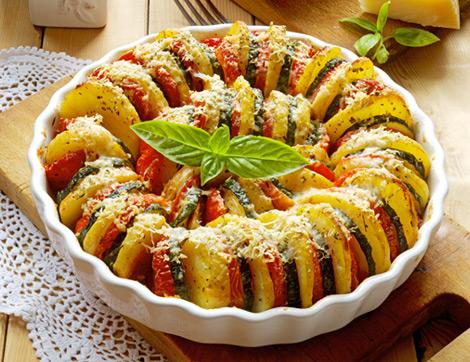 """Renkli Sunumuyla """"Fırında Patates Patlıcan Dizme"""""""