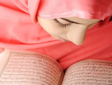 Kuran Okuyan Müslüman Kadın