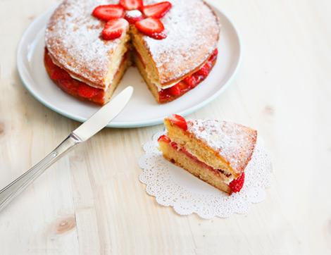 Bir İngiliz Çay Saati Klasiği: Victoria Sponge Cake