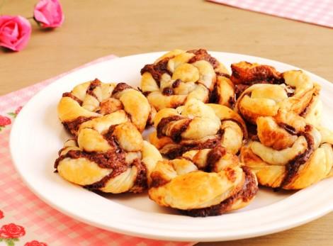Çikolatalı Milföy Çörek Tarifi