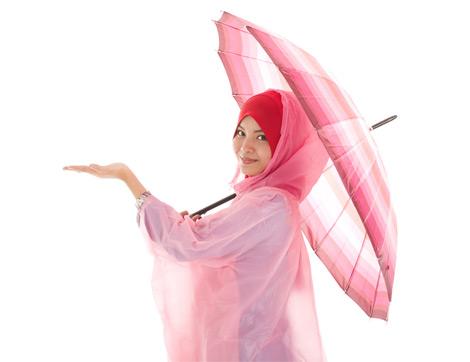 Rengarenk Yağmurluklar ve Şemsiyeler