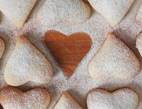 Sevgiyi Hatırlatan Kalp Şeklinde Kurabiyeler