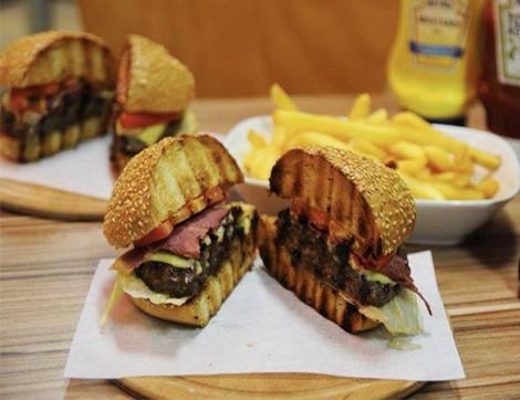 İş Dünyasının Ortasında Bir Burgerci: Komşu Kasap&Burger