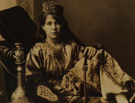 Vintage Elbiseler ve Osmanlı Kadın Kıyafetleri