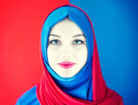 Zıt Renklerle Tesettür Giyim