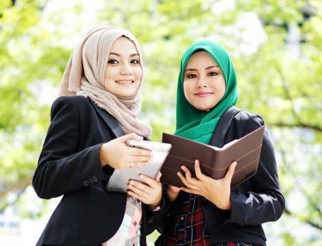 Kadınlar İş Ortamında Nasıl Giyinmeli
