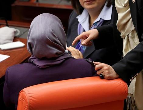 Meclisin Yeni Başörtülü Vekilleri