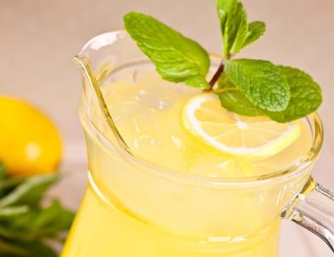 Ferahlatıcı Özelliğiyle Naneli Limon Şerbeti