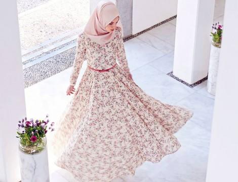 Çiçek Desenli Tesettür Elbise Modeli