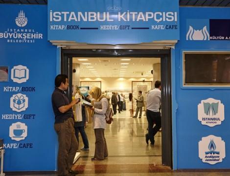 İstanbul Kitapçısı Taksim Metrosunda