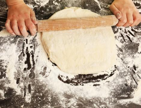 Sarımsaklı-Peynirli Ekmek Tarifi