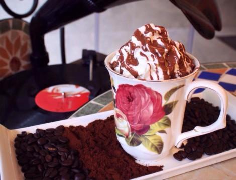 Alkolsüz Mekanla Hümaliva Çikolata Kahve