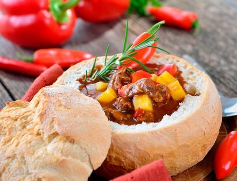 Ekmek Çanağında Tas Kebabı Tarifi