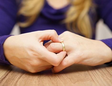 Neden Bize Zarar Veren İlişkileri Bitiremiyoruz?