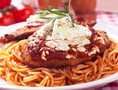 Domates Soslu Spagetti Eşliğinde Viyana Usulü Şnitzel