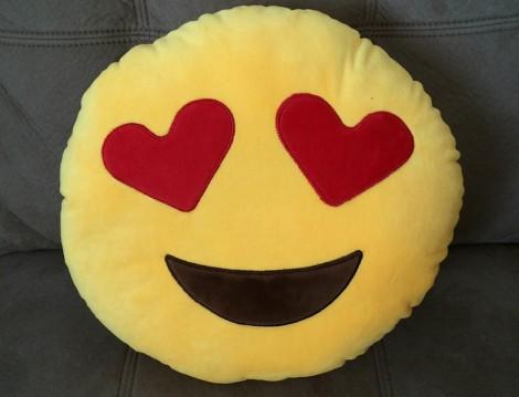 Kalp Gözlü Heyecanlı Emoji
