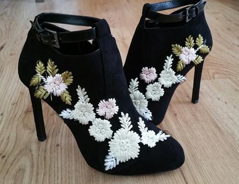 Aplike Dantellerle Ayakkabılar Nasıl Yenilenir?