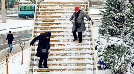 Buzlu Merdivenlerden İnerken Dikkat Edilmesi Gerekenler