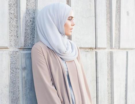 Kısa Boylu Tesettürlü Kadınlar Nasıl Giyinmeli?