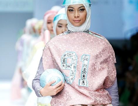 Jakarta Moda Haftası'ndan Dikkat Çeken Tasarımlar